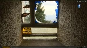 Smashed-window-at-Roncham_635
